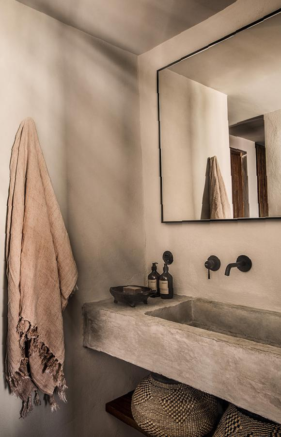 37 Soothing Colors Make Bathrooms Simple and Elegant home decor, bathroom design, simple design, bathroom ideas, bathroom decorations